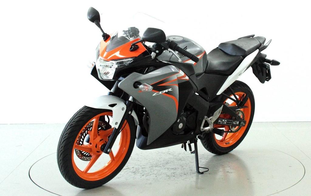 honda cbr 125 r 125 ccm motorr der moto center winterthur. Black Bedroom Furniture Sets. Home Design Ideas