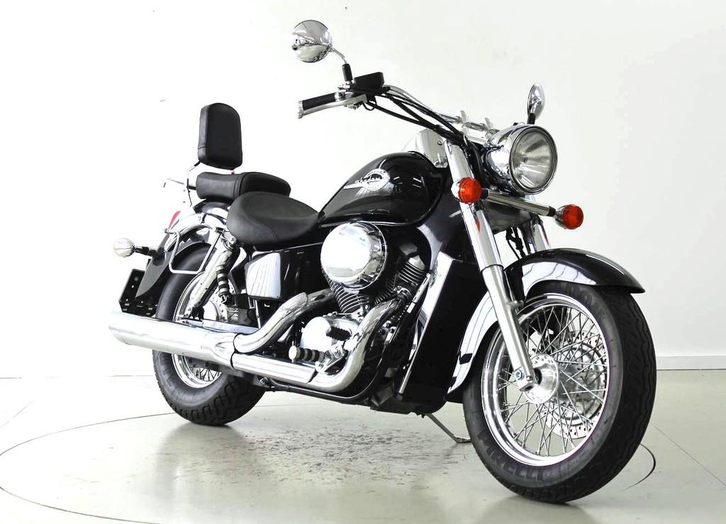 Honda VT 750 C Shadow - Occasion-Motorräder - Moto Center