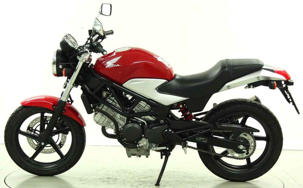 Honda VTR 250 - bis 35 kW - Moto Center Winterthur