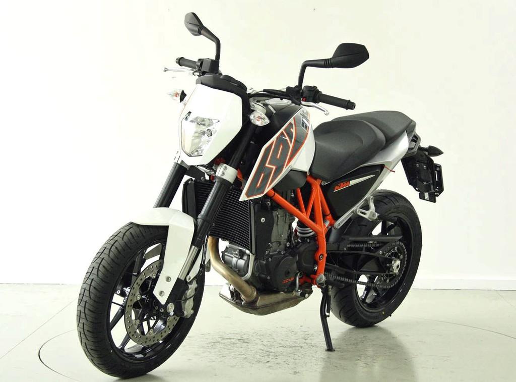ktm 690 duke abs occasion motorr der moto center winterthur. Black Bedroom Furniture Sets. Home Design Ideas