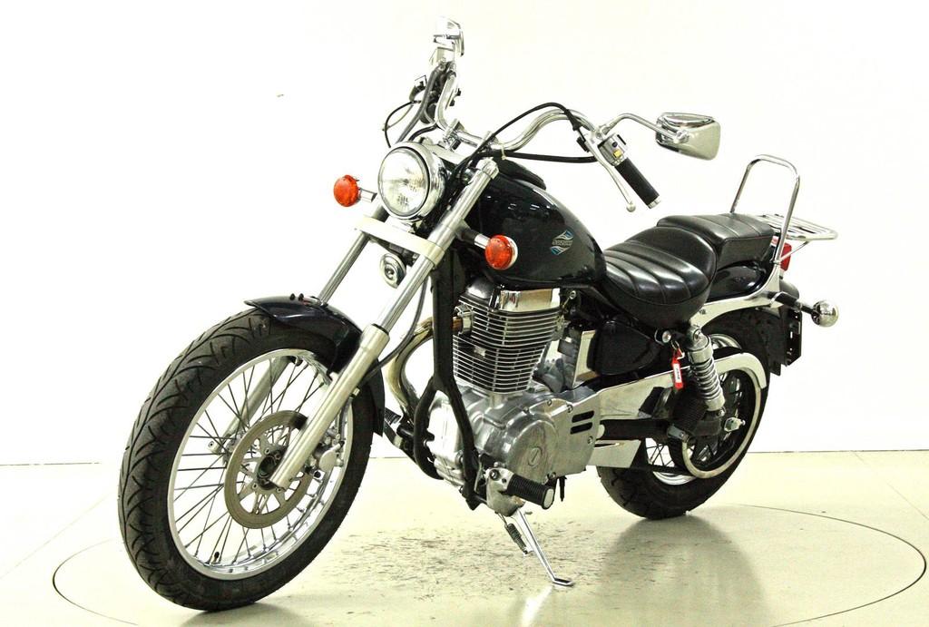 Suzuki LS 650 P - Chopper - Moto Center Winterthur