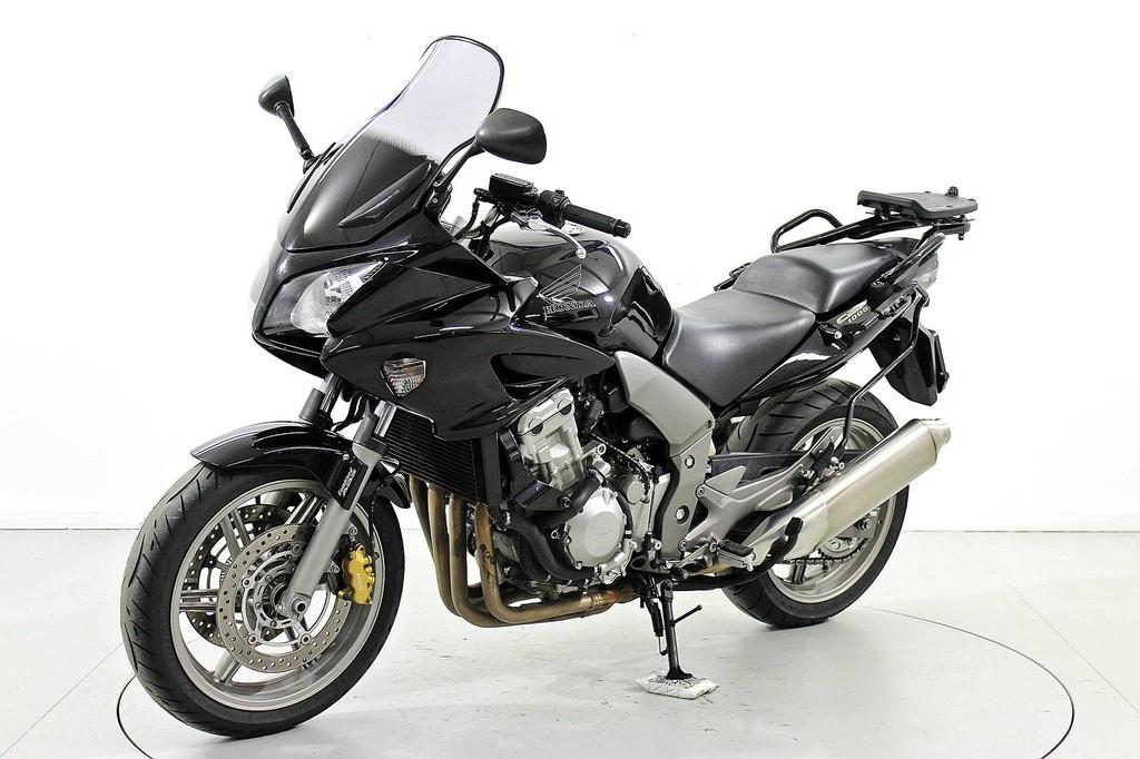 Honda CB 900 F Hornet - Occasion-Motorräder - Moto Center