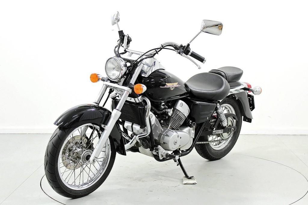 honda vt 125 c shadow bis 125 ccm motorr der moto center winterthur. Black Bedroom Furniture Sets. Home Design Ideas