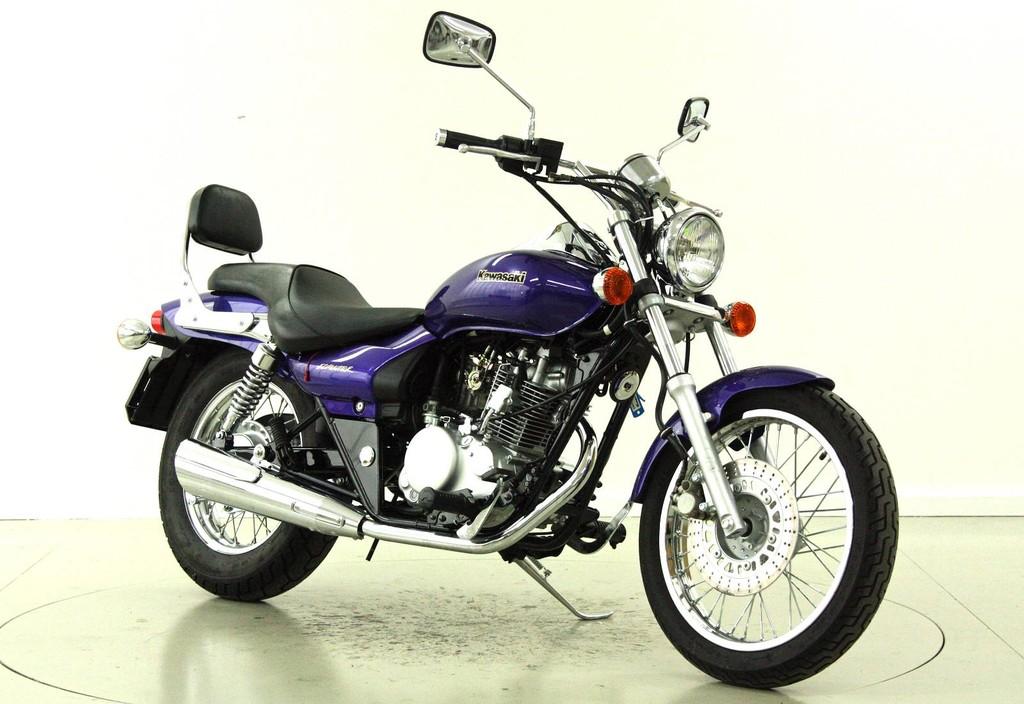kawasaki eliminator 125 125 ccm motorr der moto center. Black Bedroom Furniture Sets. Home Design Ideas