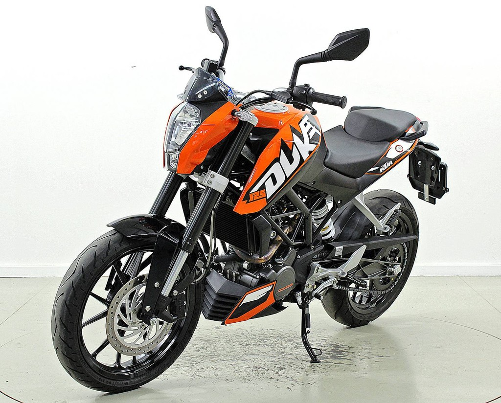 ktm 125 duke 125 ccm motorr der moto center winterthur. Black Bedroom Furniture Sets. Home Design Ideas