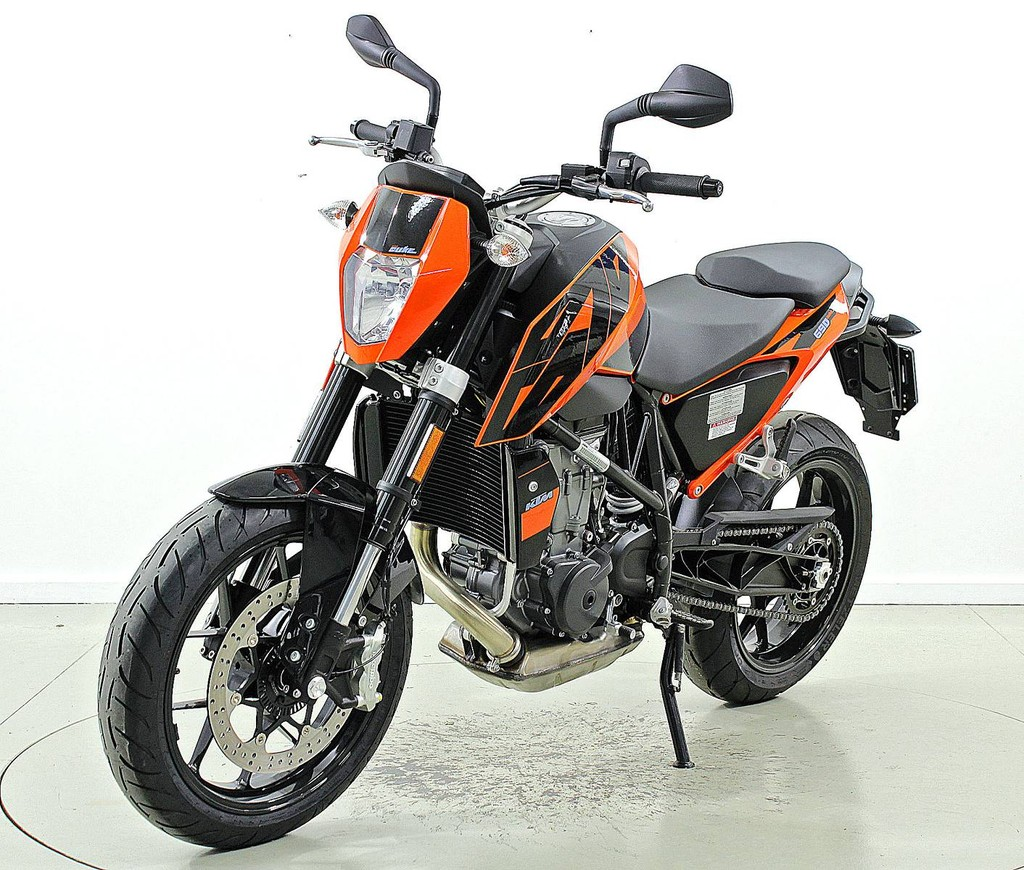 ktm 690 duke abs neu motorr der moto center winterthur. Black Bedroom Furniture Sets. Home Design Ideas