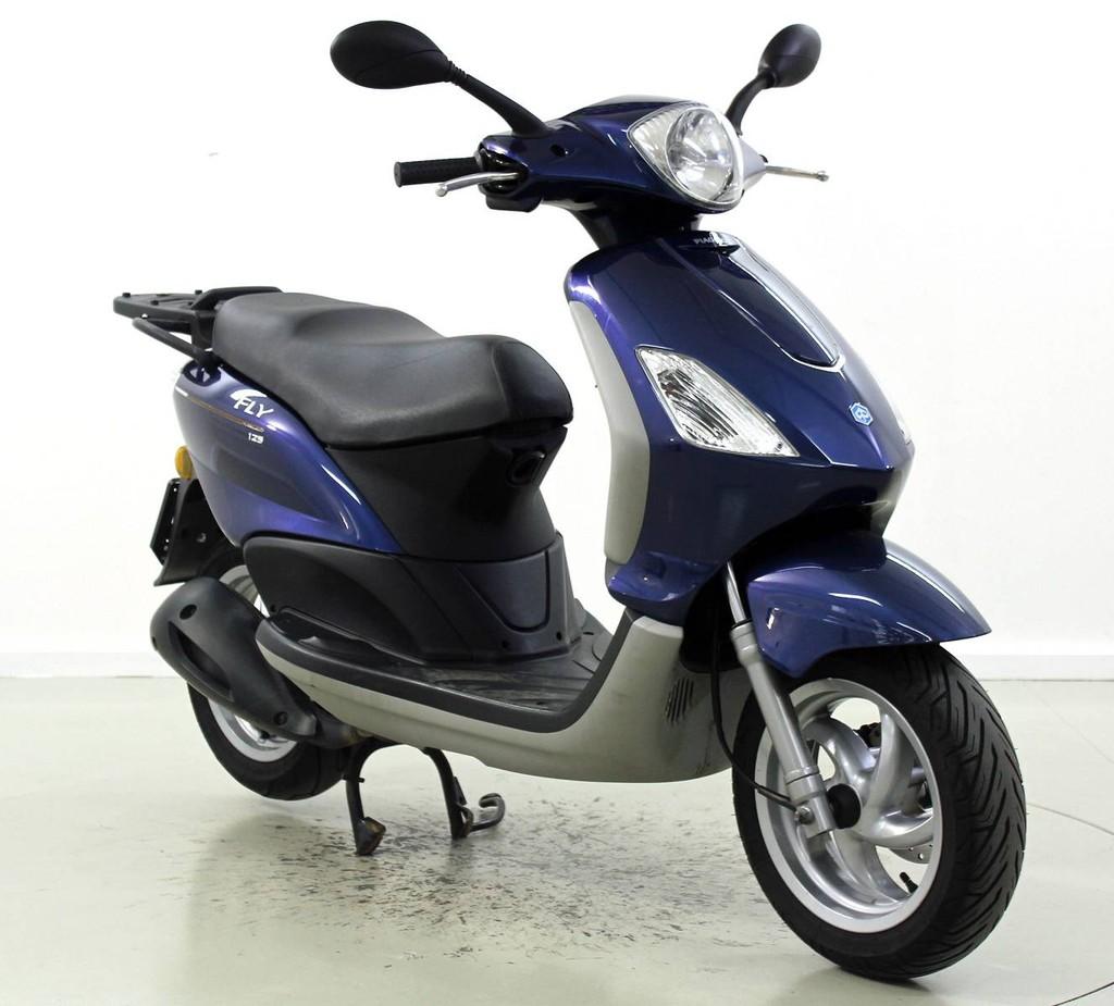 piaggio fly 125 occasion roller moto center winterthur. Black Bedroom Furniture Sets. Home Design Ideas