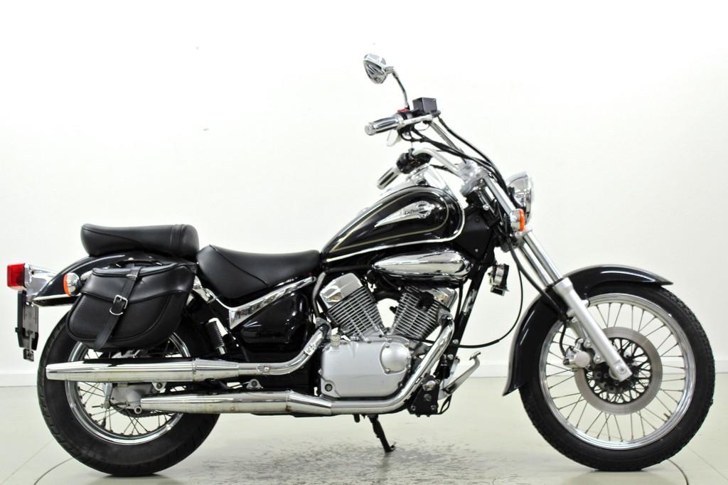 Suzuki VL125 - Bis 125 ccm Motorräder - Moto Center Winterthur