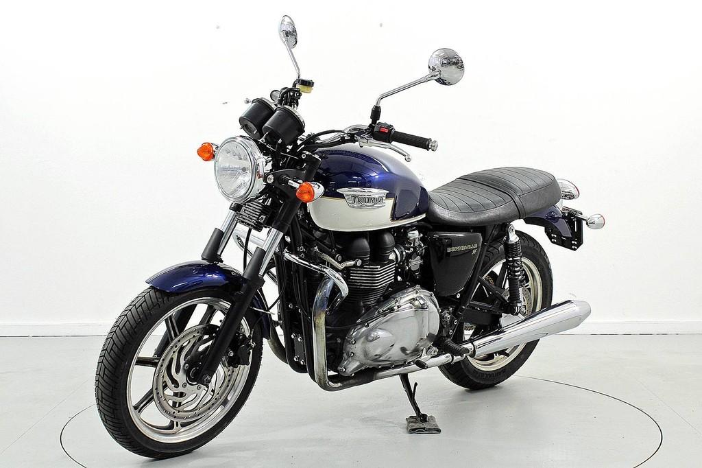 triumph bonneville 900i occasion motorr der moto center winterthur. Black Bedroom Furniture Sets. Home Design Ideas